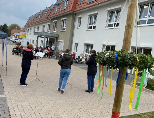 Maitraditionen im Vitalis Senioren-Zentrum Reinhardswald in Grebenstein